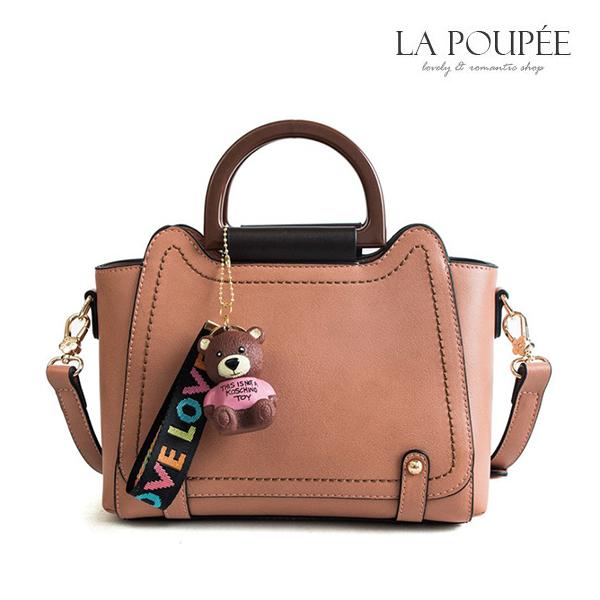 手提包 可愛風萌趣小熊掛飾側背包 4色 -La Poupee樂芙比質感包飾 (現貨+預購)