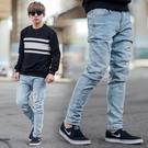 牛仔褲 淺藍刷色小抓破補丁合身彈性牛仔褲【NB0928J】