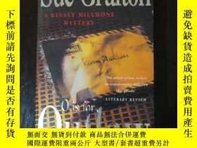 二手書博民逛書店英文原版罕見Sue Grafton O is OutlawY25