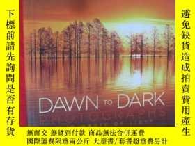 二手書博民逛書店National罕見Geographic Dawn to Dar