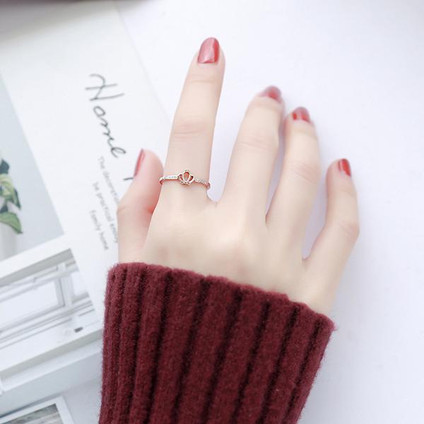 秀氣小眾設計閃鑽皇冠鈦鋼戒指食指戒女