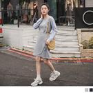 直條紋襯衫袖拼接增添迷人的知性氣息 裙襬交叉剪裁展現可愛有型的設計感