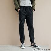 【GIORDANO】男裝修身拼接運動休閒束口褲-19 標誌黑