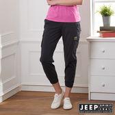 【JEEP】女裝 簡約休閒素面縮口長褲-鐵灰