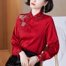 M-3XL小中大尺碼長袖襯衫~#6037#紅色緞面仿真絲襯衫女繡花鏤空長袖上衣NA61D愛尚布衣