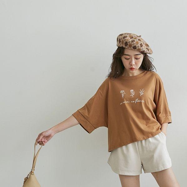 MIUSTAR 正韓-三朵花草草寫寬版棉質上衣(共3色)【NH2391RX】預購