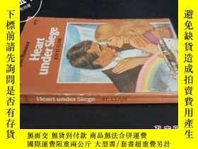 二手書博民逛書店Heart罕見under siege ST CLAIRY5919
