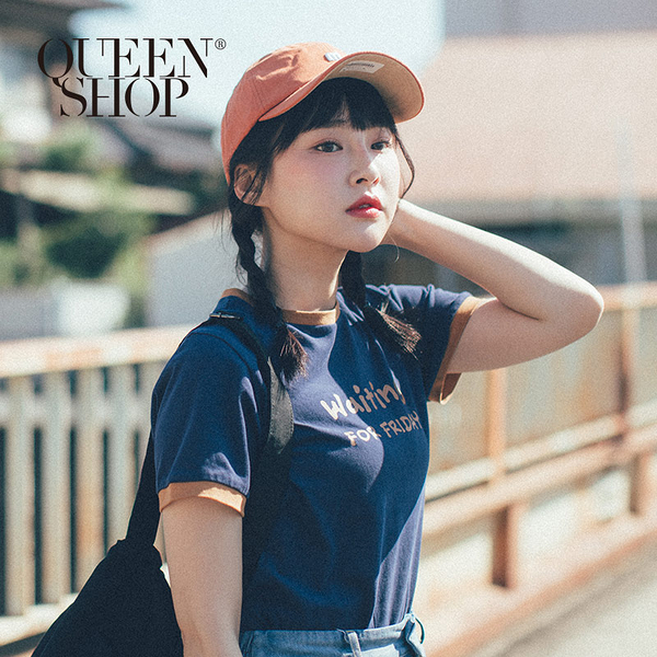 Queen Shop【01038031】WAITING印花滾邊圓領T*現+預*