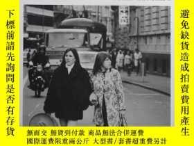二手書博民逛書店英文原版罕見JOHN DALEY攝影集 BIG SMOKE: N