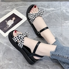 涼鞋.日系甜美格紋蝴蝶結側簍空繞踝圓頭厚底涼鞋.白鳥麗子