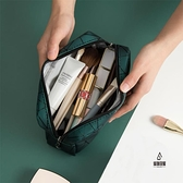 化妝包女小號便攜大容量旅行口紅收納包化妝品袋【愛物及屋】