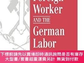二手書博民逛書店The罕見Foreign Worker And The German Labor MovementY25517