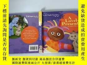 二手書博民逛書店In罕見the Night Garden: A Lovely Present [Board Book]花園寶寶:可