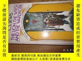 二手書博民逛書店the罕見lion the witch and the ward
