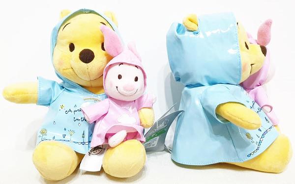 【現貨在台】維尼熊抱小豬【經典雨衣款玩偶】香港代購 正版迪士尼樂園