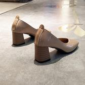 方頭粗跟單鞋女淺口中跟高跟鞋復古奶奶鞋裸色工作上班鞋 黛尼時尚精品