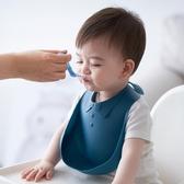 矽膠口水兜嬰兒吃飯圍兜防水防飯兜兒童【聚可愛】