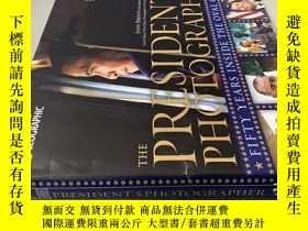二手書博民逛書店THE罕見PRESIDENT S PHOTOGRAPHER 總統的攝影師Y20113 FIFTY YEARS