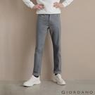 棉與彈性纖維混紡面料,舒適耐穿 基本款上寬下窄錐形褲,修飾身形 多款素色樣式,四季經典百搭