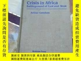 二手書博民逛書店Crisis罕見in Africa Battleground o