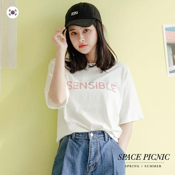 短袖 上衣 Space Picnic|正韓-SENSIBLE斜紋字母短袖上衣(預購)【K20044024】