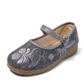 帆布鞋女 休閒鞋 新款鞋子圓頭老北京布鞋女廣場舞繡花鞋牛筋底坡跟女鞋平底鞋《小師妹》sm2666