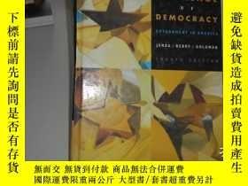 二手書博民逛書店THE罕見CHALLENGE OF DEMOCRACY GOVE