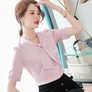對稱蝴蝶結領絲滑緞面短袖上班襯衫[21S067-PF]美之札