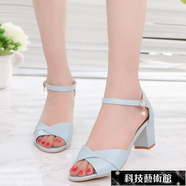 粗跟涼鞋 新款韓版港風涼鞋女夏百搭中跟羅馬高跟鞋一字扣粗跟魚嘴女鞋 交換禮物