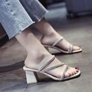拖鞋女夏網紅2021新款水鉆粗跟方頭高跟鞋露趾中跟一字涼拖鞋外穿 【快速出貨】