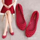 果凍涼鞋 涼鞋媽媽款時尚夏季新款鏤空果凍鞋女士防滑平底沙灘鞋洞洞塑料鞋 韓菲兒