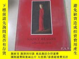 二手書博民逛書店NANCY罕見REAGAN A FIRST LADY S ST