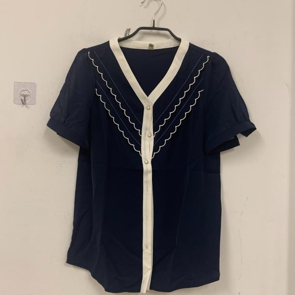 新款設計感小眾V領短袖上衣寬鬆洋氣襯衫雪紡衫(S號/777-10456)