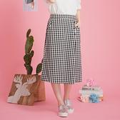 【中大尺碼】三釦開叉仿裙格褲