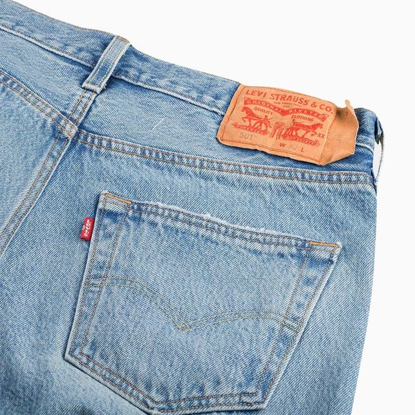 [第2件1折]Levis 男款 501 經典排釦牛仔短褲 / 大破壞 / 褲管不收邊