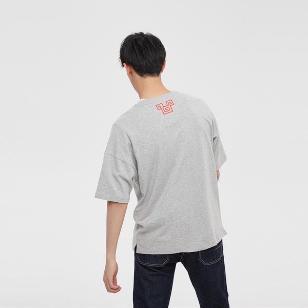 Gap 男裝 時尚迪士尼印花圓領短袖T恤 592169-淺石楠灰