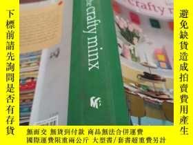 二手書博民逛書店The罕見Crafty Minx: Creative Recycling and Handmade Treasur
