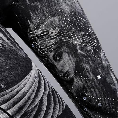 藍色巴黎 ★  刷白特效水鑽天使印花窄管褲 長褲《M~L》【23303】