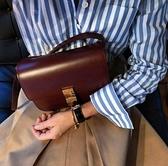 ■專櫃77折■全新真品■ Celine 頂級小牛皮中款 CLASSIC BOX 兩用包 酒紅色金釦