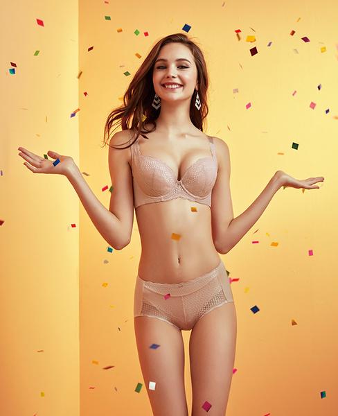 EASY SHOP-情漾開運 大罩杯C-F罩內衣(粉膚色)