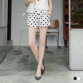 OB嚴選《BA2423-》圓點印花腰鬆緊打褶花瓣褲管造型短褲.2色--適 S~XL