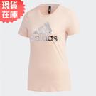 【現貨在庫】ADIDAS 女裝 短袖 上衣 Logo 休閒 純棉 金屬感 印花 粉【運動世界】FM9293