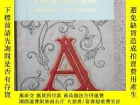 二手書博民逛書店The罕見Scarlet Letter (Macmillan C