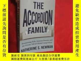 二手書博民逛書店The罕見Accordion Family: Boomerang Kids, Anxi... (小16開 ) 【詳