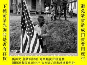 二手書博民逛書店Controversy罕見and Hope: The Civil Rights Photographs of Ja