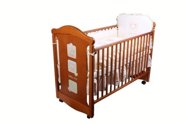 **小饅頭**娃娃城 Baby City 動物熊日式搖擺中大床  + 動物熊七件寢具組