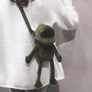 玩偶包 毛絨包包女2021新款日繫卡通萌少女小挎包可愛長腿青蛙玩偶斜背包