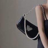 鹿子 個性蝴蝶漆皮腋下包女2020新款珍珠鏈條手提側背斜背小包潮 貝芙莉