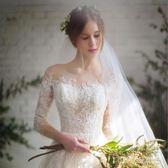 新款韓版一字肩中袖新娘結婚蕾絲長拖尾顯瘦齊地婚紗禮服 LVV5262【KIKIKOKO】TW