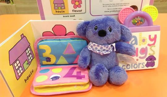 【麥克書店】BABY HUGS 新生兒。人氣禮盒 (內附2本硬頁書、1隻玩偶、1本小布書)